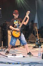 nejmladší člen kapely
